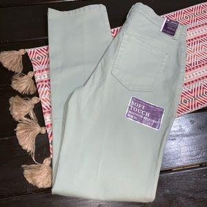 Bnwt gloria Vanderbilt jeans size 6 straight leg